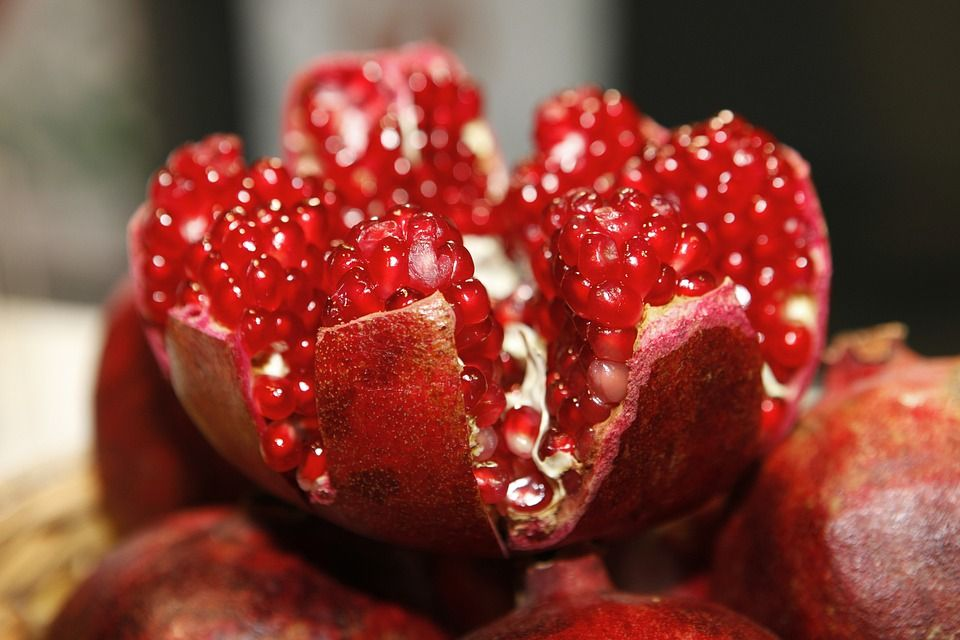 8-Benefits-Associated-with-the-Intake-of-Pomegranate.jpg